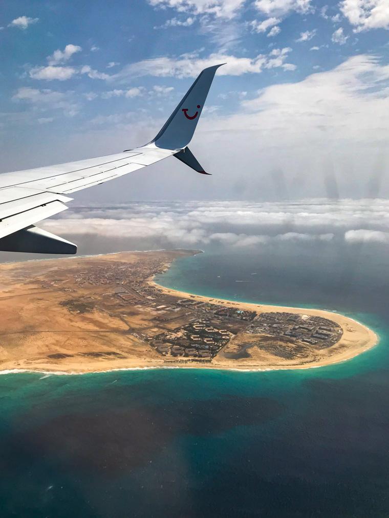 Widok z okna samolotu na wyspę Sal, Republika Zielonego Przylądka