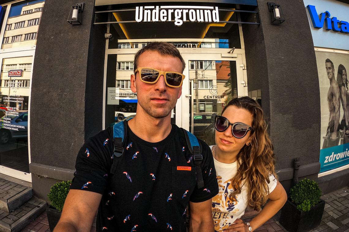 Przed wejściem do kamienicy, w której znajduje się nasz obiekt Gdynia Underground :) Lipiec 2020