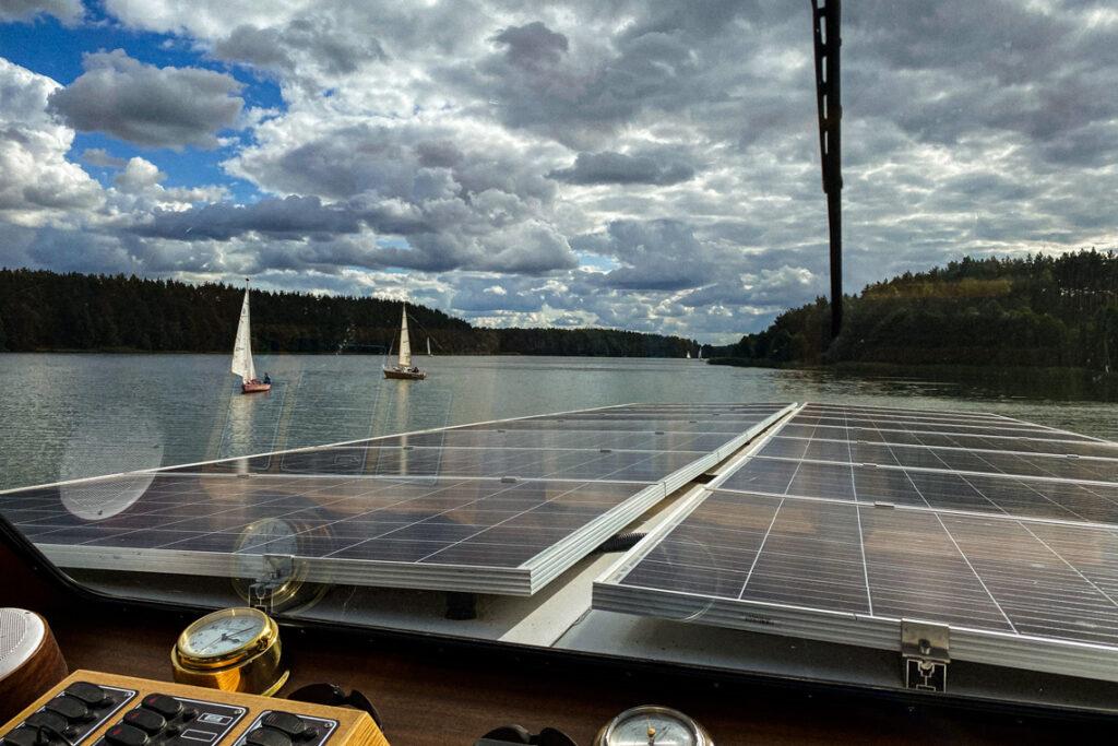 Rejs po wdzydzkich jeziorach statkiem Stolem II o napędzie elektrycznym