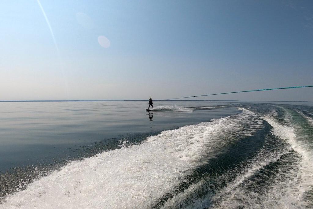 Wakeboarding w wykonaniu Tomka :) Zatoka Pucka, sierpień 2020