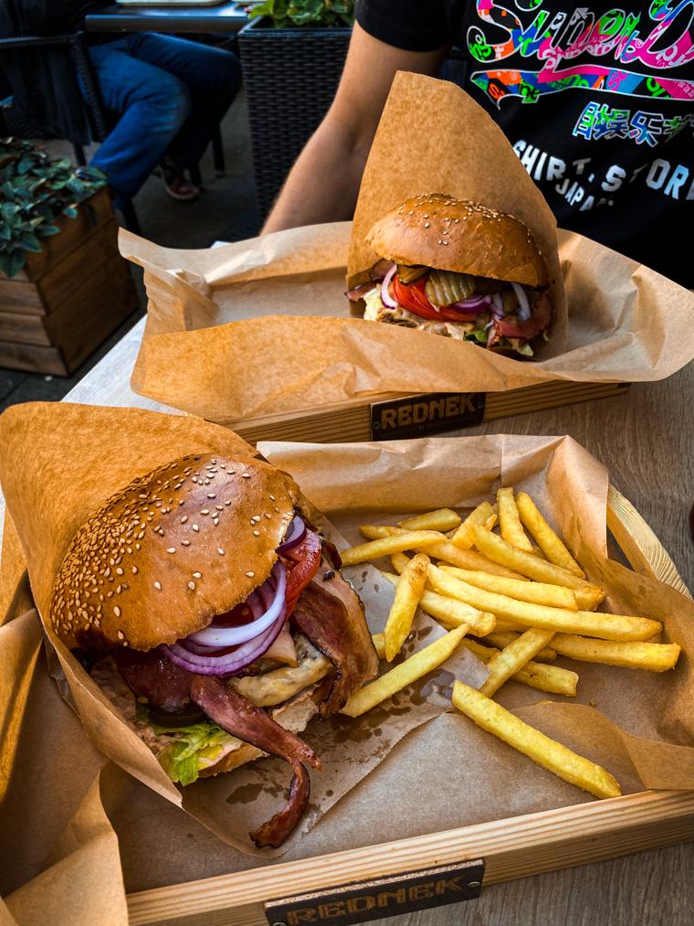 Przepyszne burgery z szarpaniną - Rednek by Stah