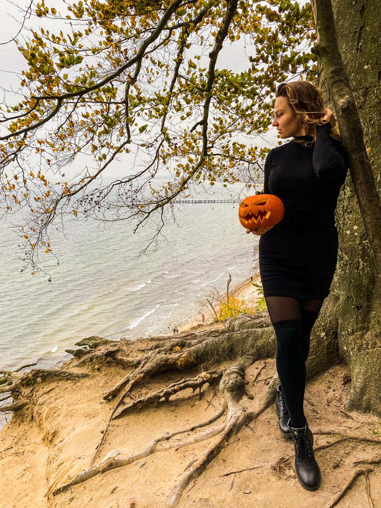 Halloweenowy spacer w Orłowie. Gdynia, 1 listopada 2020