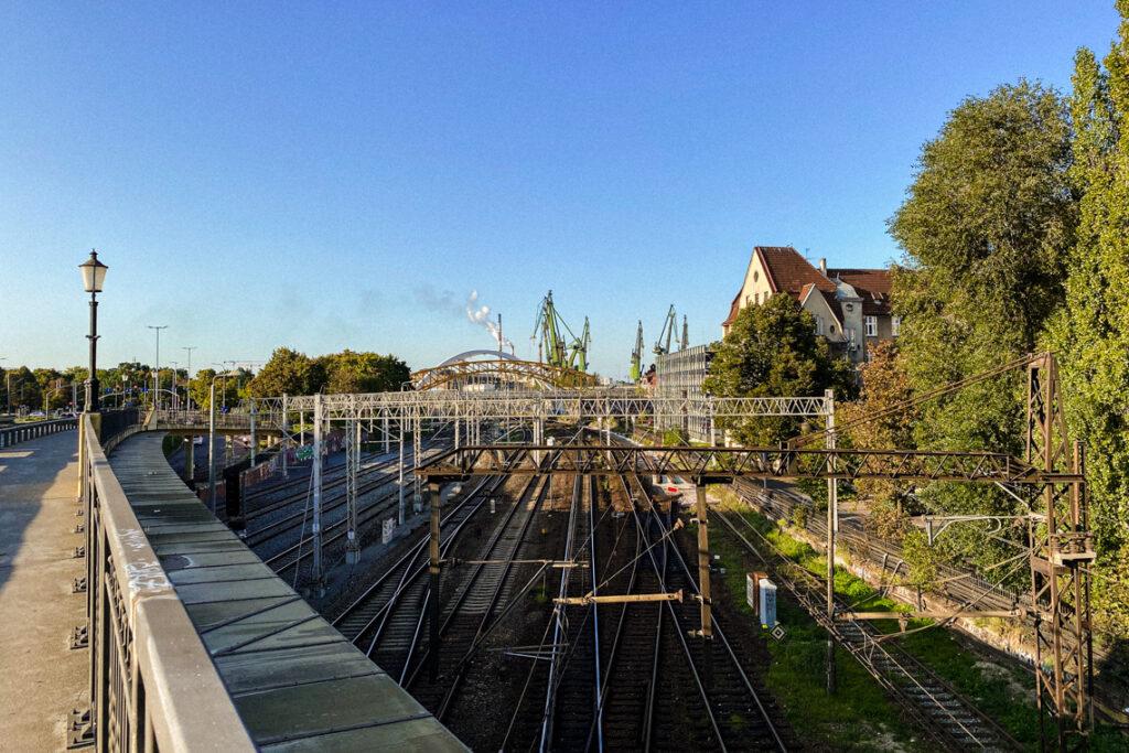 Błędnik, Gdańsk - widok na tory kolejowe i stocznię