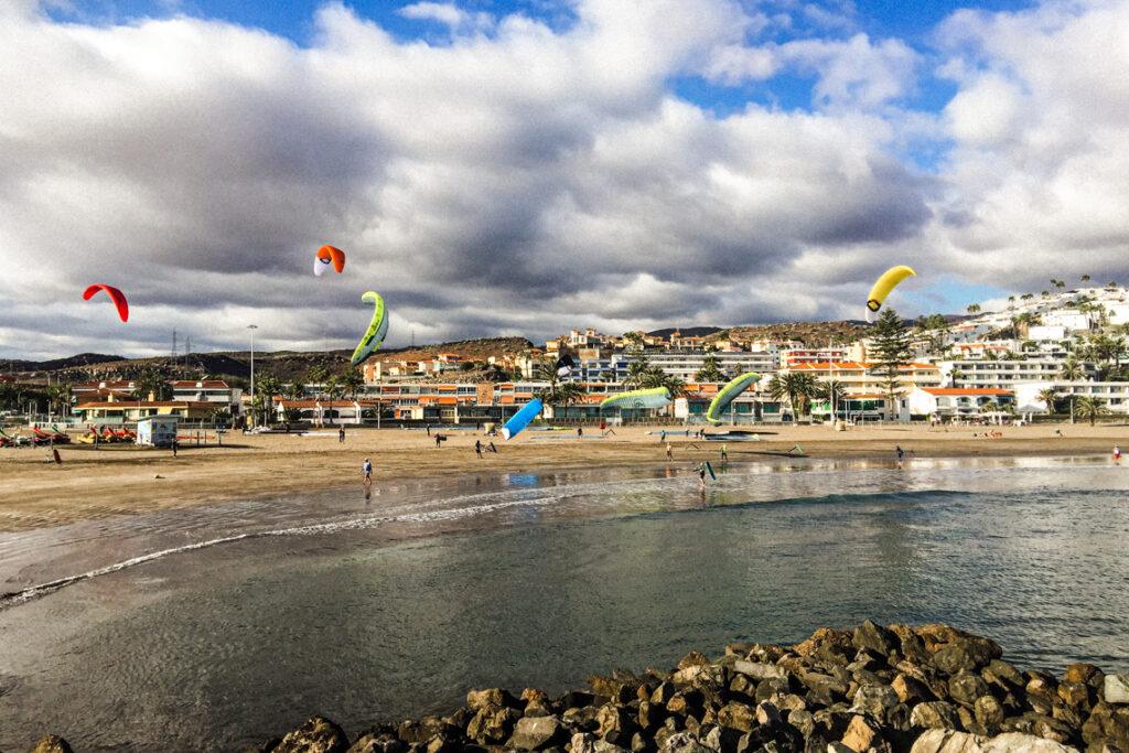 Mistrzostwa Europy w formule KiteFoil Open, zdjęcie od mamy. Playa de las Burras, Gran Canaria, grudzień 2020