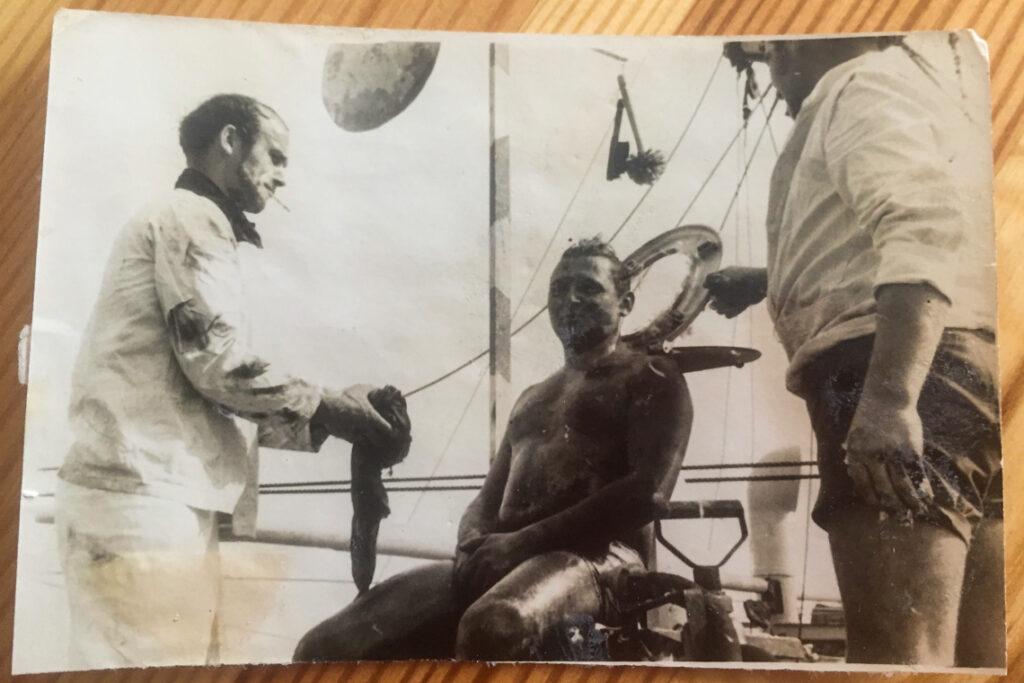 Mój Dziadek podczas chrztu morskiego (na środku).