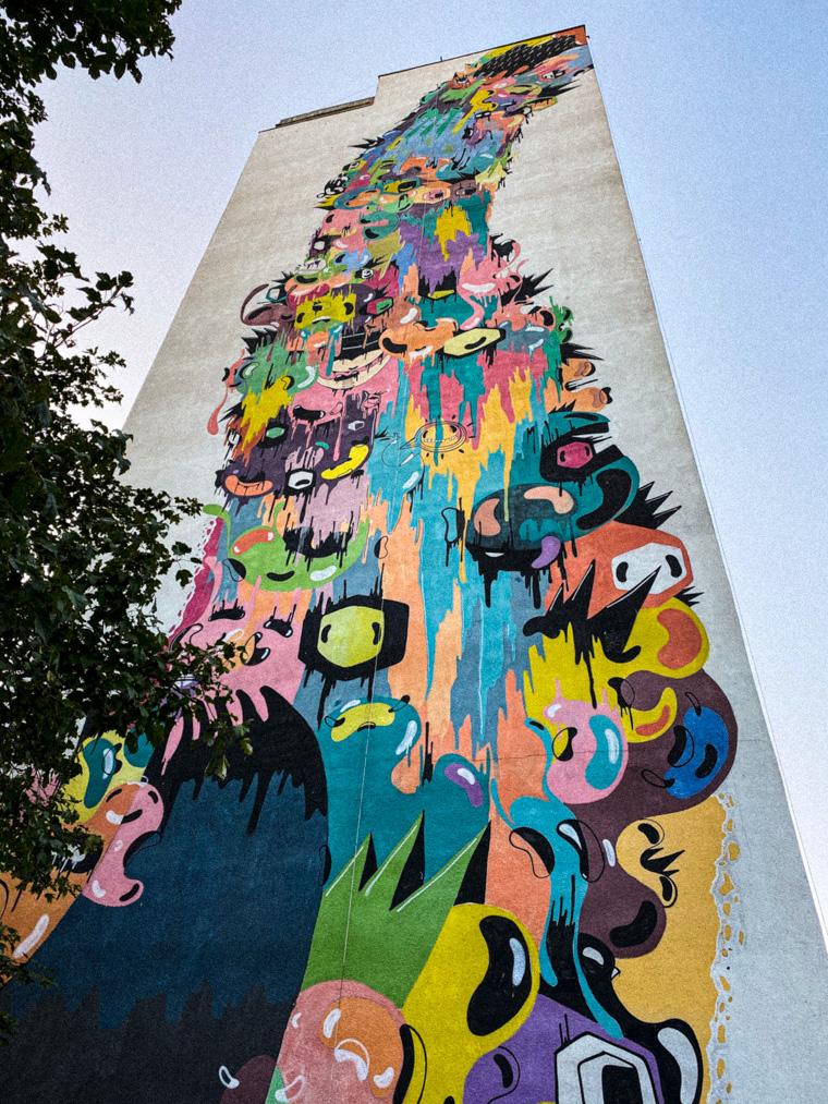 Autorem tego muralu jest Brazylijczyk Mazu, znany również jako Prozak