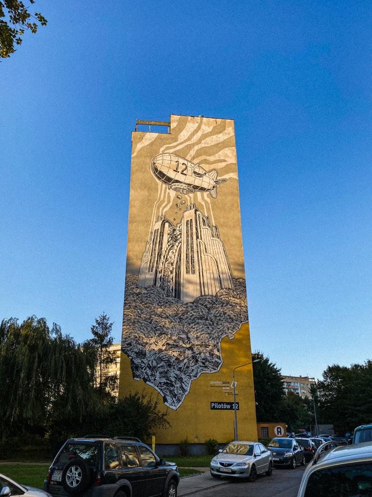 M-City - mural nawiązujący do 70. rocznicy wybuchu II wojny światowej. Autorem jest Mariusz Waras