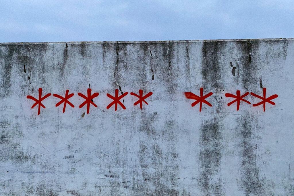 Osiem gwiazd. Śmiało można powiedzieć, że w Polsce to jeden z symboli roku 2020. Gdynia, 14 listopada 2020