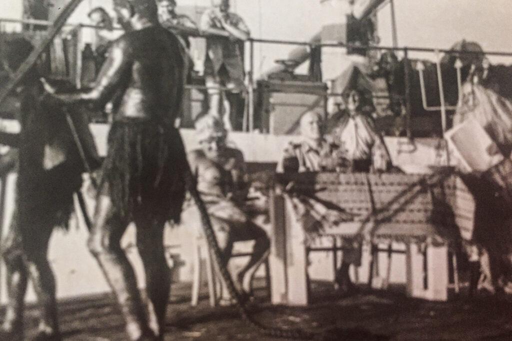 Chrzest morski, mój Dziadek w roli Prozerpiny - siedzi za stołem, czwarty od prawej.
