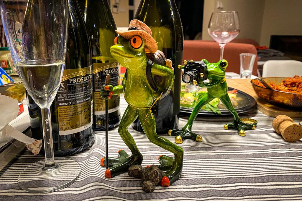 Żaby-podróżniczki. Na przedzie włóczykij, czyli Tomek (w kapeluszu i z plecakiem) i ja - wiecznie gdzieś w tyle z aparatem :D