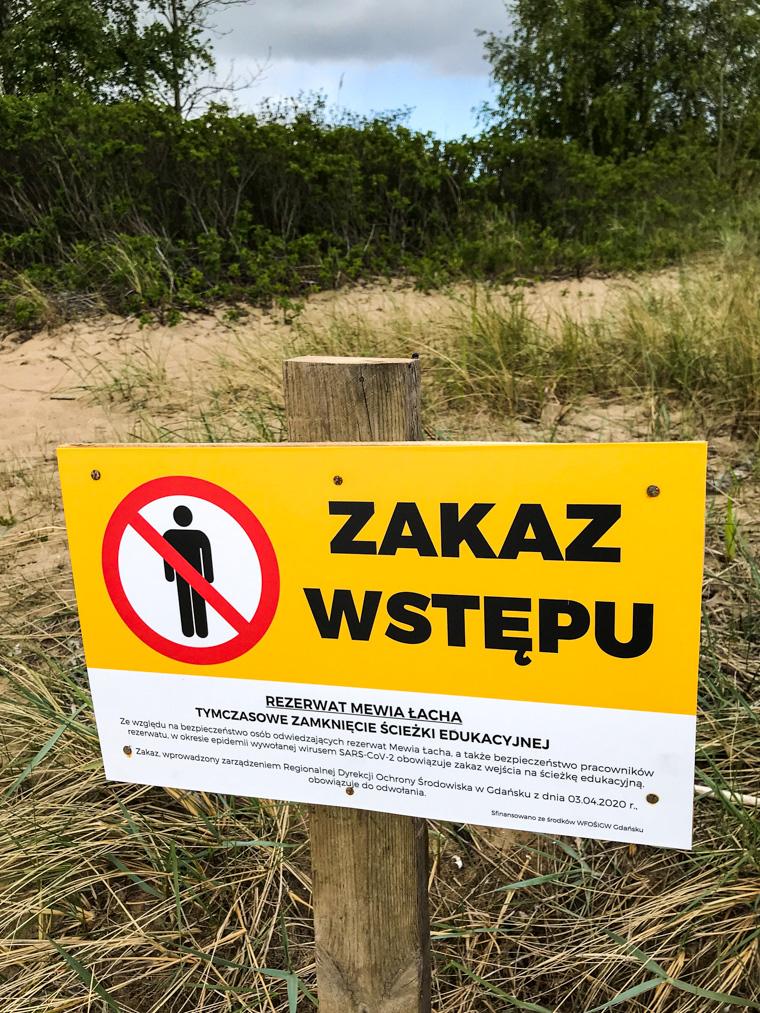 Zakaz wstępu na ścieżkę edukacyjną z powodu sami-wiecie-czego. Rezerwat Mewia Łacha, 17 maja 2020.