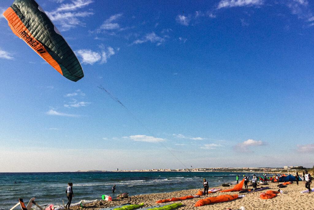 Mistrzostwa Włoch Hydrofoil Open. Mój brat startuje swój latawiec. Gallipoli, 30 października 2020