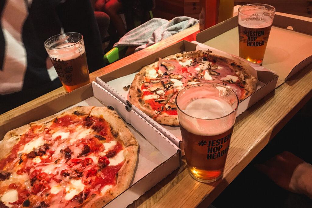 Piwo z AleBrowaru i pizza z Czerwonego Pieca