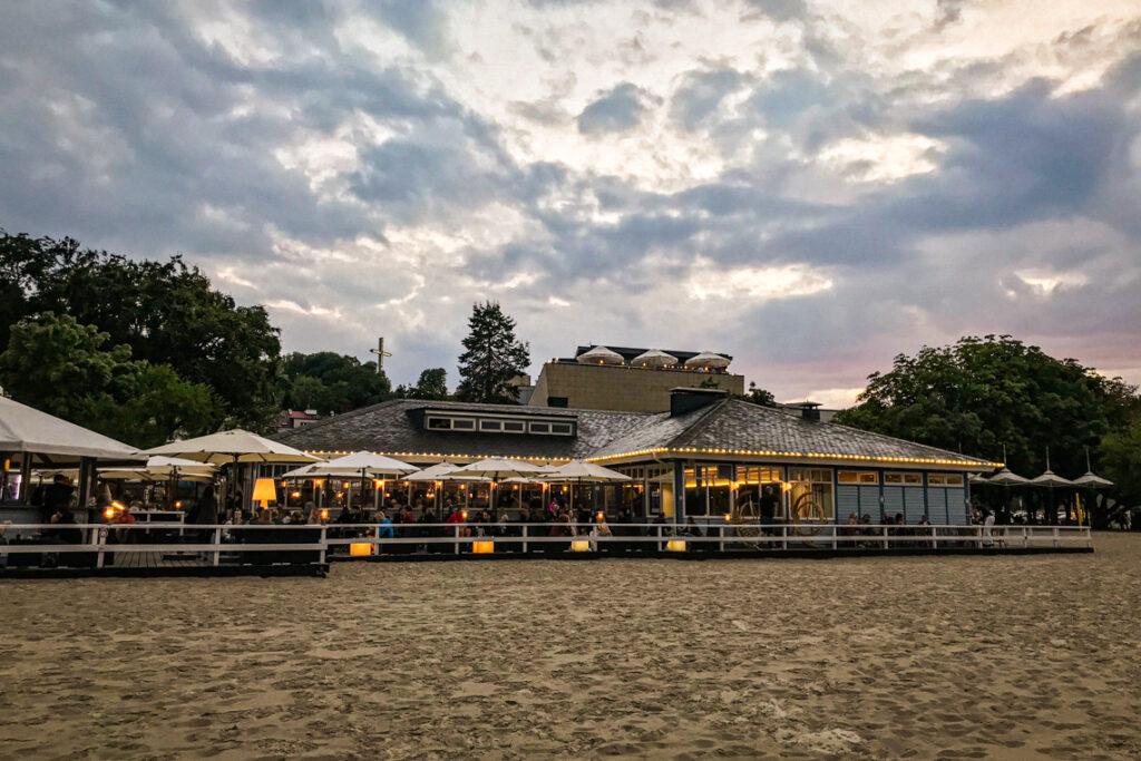 Contrast Cafe od strony plaży