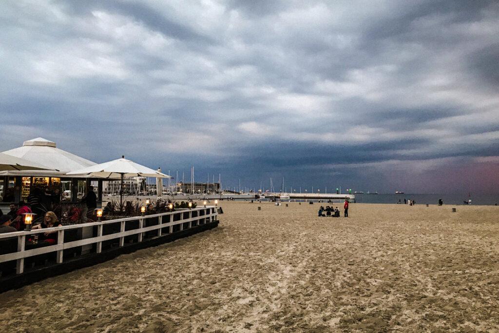 Plaża Miejska w Gdyni i część contrastowego tarasu