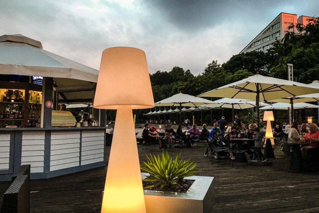 Contrast Cafe - zewnętrzny bar na tarasie