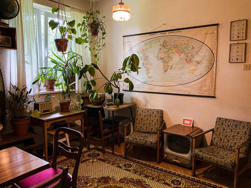 Piękne rośliny, zabytkowe meble i do tego wszystkiego ta cudowna mapa!